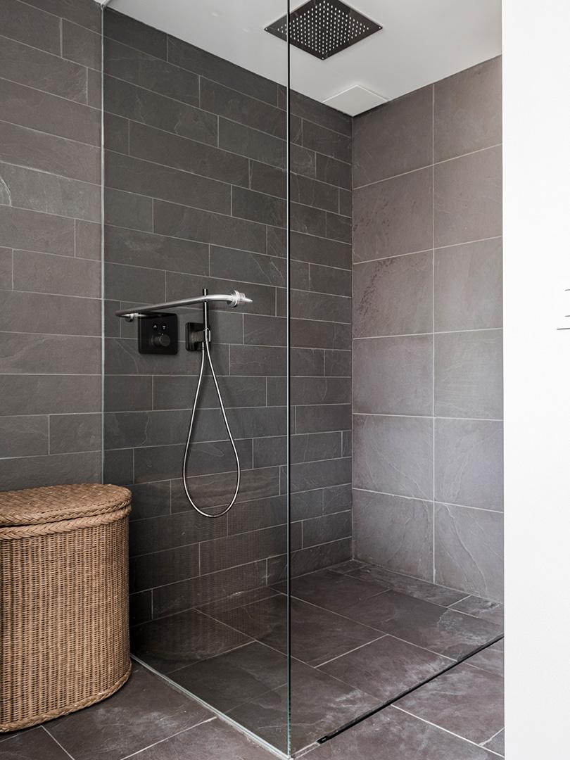 Natuurstenen badkamer (1)